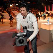 NLD/Hilversum/20070317 - Finale uitzending SBS Sterrendansen op het IJs 2007, cameraman