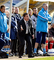 Photo: Jed Wee.<br /> Preston North End v Middlesbrough. The FA Cup. 19/02/2006.<br /> <br /> Preston manager Billy Davies tries to urge his players on.