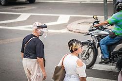 População usando mascara no centro de Porto Alegre por causa da Pandemia de Coronavirus Foto: Jefferson Bernardes