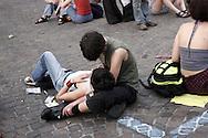 Torino, Gay Pride 2006:coppia di giovani lesbiche