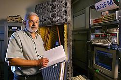 O físico Mario Norberto Baibich, da Universidade Federal do Rio Grande do Sul, descobriu o fenômeno da magnetorresistência gigante (GMR), que deu o Nobel de Física aos cientistas Albert Fert e Peter Grümberg. FOTO: Jefferson Bernardes/Preview.com