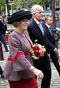 Hare Majesteit de Koningin Beatrix heeft op  woensdagmiddag 30 augustus in kerkgebouw De Duif te Amsterdam de viering bij van 50 jaar Stadsherstel Amsterdam. <br /> <br /> Stadsherstel Amsterdam verwerft, restaureert, onderhoudt en beheert panden die karakteristiek zijn voor het stadsbeeld. Stadsherstel heeft in zijn 50-jarig bestaan ruim 400 verkrotte panden gerestaureerd en tot woonhuizen gemaakt.<br /> <br /> Her Majesty the queen Beatrix attended on Wednesday afternoon 30 augusts i in Amsterdam the celebration of 50 years town convalescence Amsterdam. Town convalescence acquires Amsterdam, restores, maintains and manages pawn that characterisation is for the town picture. Town convalescence has in its 50-one year old existence wide 400 decayed pawns restored and turned into new homes.