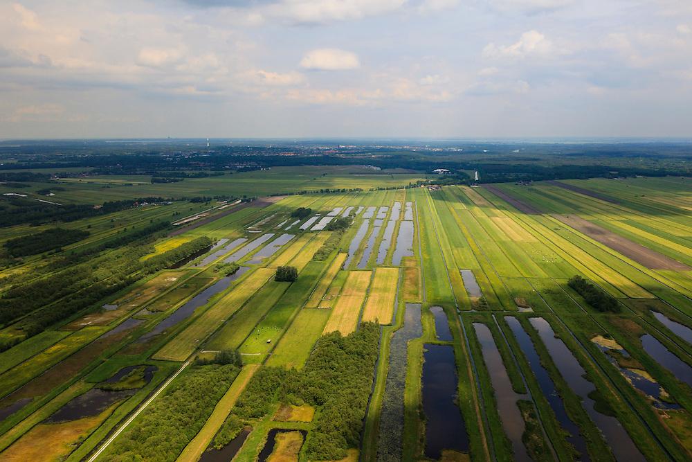 Nederland, Utrecht, Gemeente Stichtse Vecht, 13-05-2011; klassiek veenweide polderlandschap ontstaan door het winnen van veen (vervening), stroken verkaveling. Polder Westbroek, gezien naar Hilversum. De oude 'petgaten' zijn weer gedeeltelijk uitgegraven om zo 'nieuwe natuur' te creëren..Typical Dutch peatland polder (peat bog) landscape with irregular pattern of drainage..luchtfoto (toeslag), aerial photo (additional fee required) foto/photo Siebe Swart