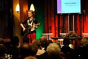 Koningin Beatrix woont ter gelegenheid van het 100-jarig bestaan van de vereniging Plattelands Jongeren Gelderland in Toldijk een forum bij over de ontwikkeling van jongeren op het platteland. ////  Queen Beatrix attends the 100th anniversary of the association Rural Youth Gelderland Toldijk with a forum for the development of young people in rural areas.<br /> <br /> Op de foto/Onthe phoro:  Laura van Kaam - winnaar Voice Kids