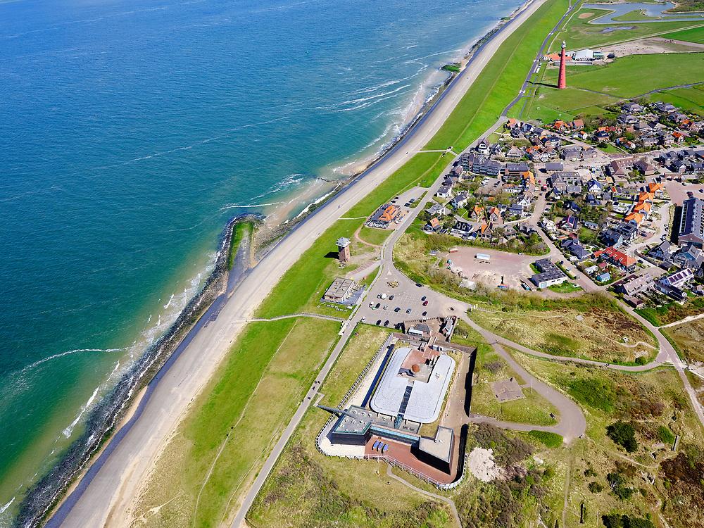 Nederland, Noord-Holland, gemeente Den Helder, 07-05-2021; Huisduinen met Fort Kijkduin. Voormalig fort en onderdeel van de Stelling van Den Helder, huisvest het Noordzeeaquarium. Vuurtoren Kijkduin (Lange Jaap) in de achtergrond.<br /> Huisduinen with Fort Kijkduin. Former fort and part of the Defense Line of Den Helder, it houses the North Sea aquarium.<br /> luchtfoto (toeslag op standard tarieven);<br /> aerial photo (additional fee required)<br /> copyright © 2021 foto/photo Siebe Swart