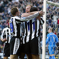 Fotball<br /> FA-cup 2005<br /> 5. runde<br /> Newcastle v Tottenham<br /> 13. mars 2005<br /> Foto: Digitalsport<br /> NORWAY ONLY<br /> Alan Shearer, Lee Bowyer and Patrick Kluivert celebrate the first goal