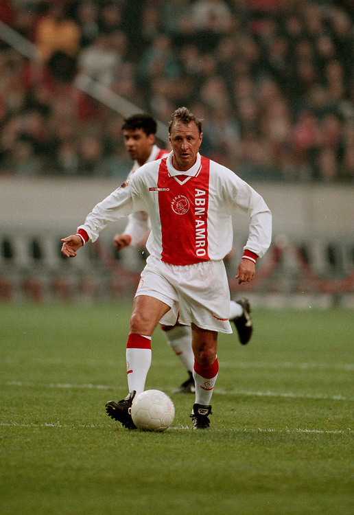 Photo: Gerrit de Heus. 1999. Johan Cruijff playing with and against former Ajax-players.  Keywords: Cruyff