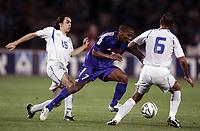 Fotball<br /> VM-kvalifisering<br /> Israel v Frankrike<br /> 30. mars 2005<br /> Foto: Digitalsport<br /> NORWAY ONLY<br /> FLORENT MALOUDA (FRA) /  YOSSI BENAYOUN / ADORAM KEISI (ISR)