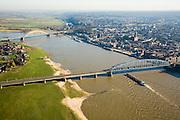 Nederland, Gelderland, Nijmegen, 11-02-2008; zicht op de binnenstad met Waalkade en St. Stevenskerk, linksboven (achter de Waalbrug - boogbrug) de Ooijpolder, mogelijke toekomstige waterberging bij hoog water; midden links: het dorp Lent, toekomstige lokatie voor de Waalsprong: rond het dorp Lent zal een nieuw stadsdeel gebouwd gaan worden; ook wordt op deze lokatie een geul uitgegraven, meer landinwaarts ten opzicht van de rivier, om de rivier meer de ruimte te geven, Lent komt dan op een eiland te liggen; spoorbrug in de voorgrond; geul, rivier..luchtfoto (toeslag); aerial photo (additional fee required); .foto Siebe Swart / photo Siebe Swart