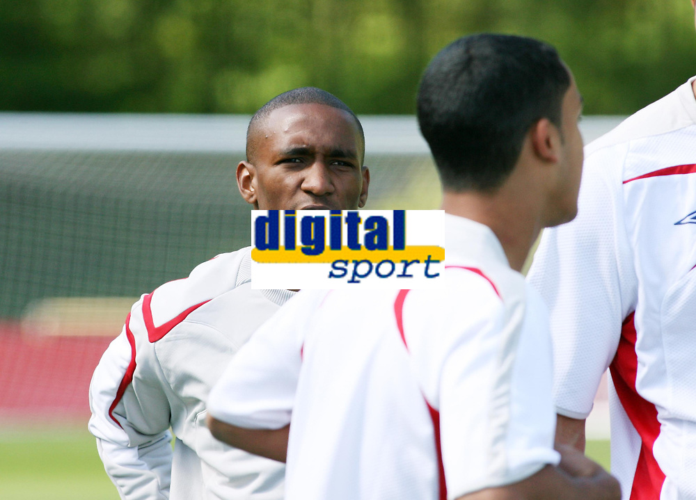 Photo: Chris Ratcliffe.<br />England training session. 07/06/2006.<br />Jermain Defoe looks at Theo Walcott (R) and wonders how he took his place.