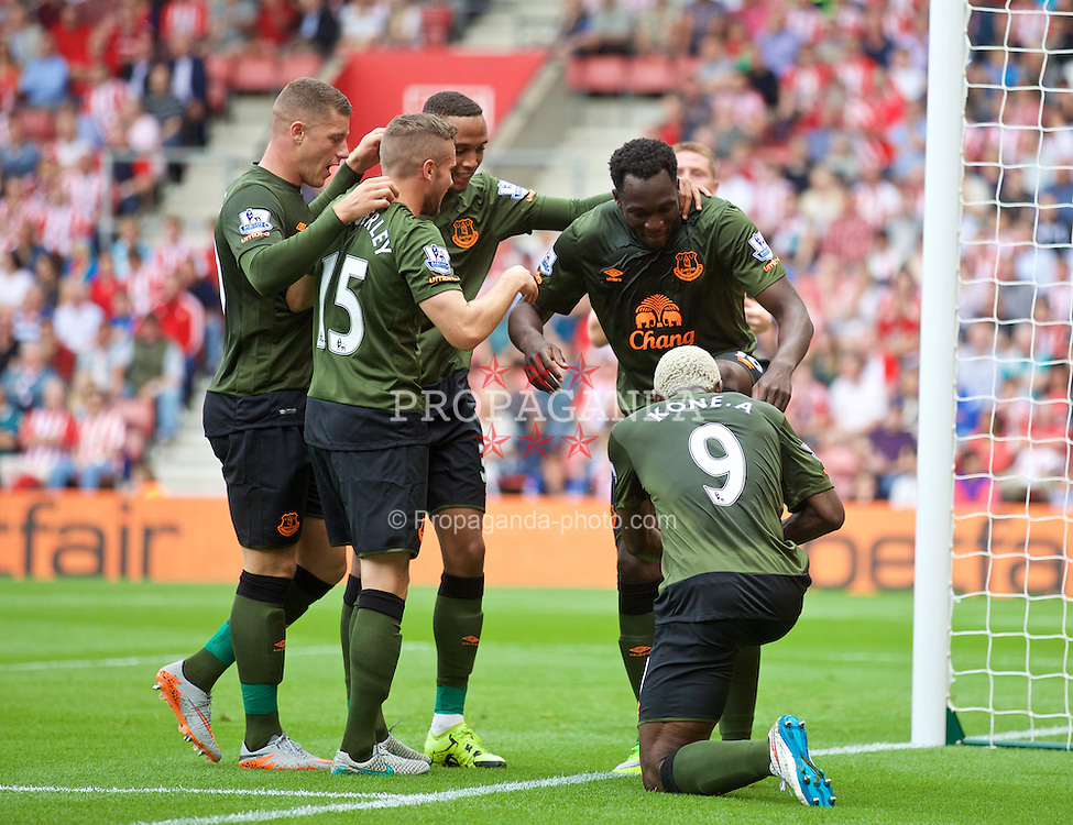 SOUTHAMPTON, ENGLAND - Saturday, August 15, 2015: Everton's Romelu Lukaku celebrates scoring the first goal against Southampton during the FA Premier League match at St Mary's Stadium. (Pic by David Rawcliffe/Propaganda)