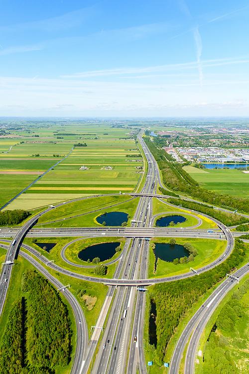 Nederland, Utrecht, Utrecht, 13-05-2019; Knooppunt Oudenrijn, kruising rijkswegen A12 en A2. Klaverblad knooppunt, klaverturbine. Gezien naar het Western, Leidsche Rijn.<br /> Oudenrijn junction, major intersection, southwest of Utrecht.<br /> <br /> luchtfoto (toeslag op standard tarieven);<br /> aerial photo (additional fee required);<br /> copyright foto/photo Siebe Swart