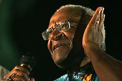 O ex-arcebispo da Igreja anglicana da Africa do Sul e Premio Nobel da Paz, Desmond Tutu discursa diante de um publico de quatro mil pessoas que participou da marcha pela paz nas ruas de Porto Alegre commo atividade na 9ª Assembleia do Conselho Mundial de Igrejas (CMI) que acontece de 14 a 23 de fevereiro.  FOTO: Jefferson Bernardes/Preview.com