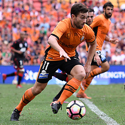 BRISBANE, AUSTRALIA - DECEMBER 11: Tommy Oar of the Roar dribbles the ball during the round 10 Hyundai A-League match between the Brisbane Roar and Adelaide United at Suncorp Stadium on December 11, 2016 in Brisbane, Australia. (Photo by Patrick Kearney/Brisbane Roar)