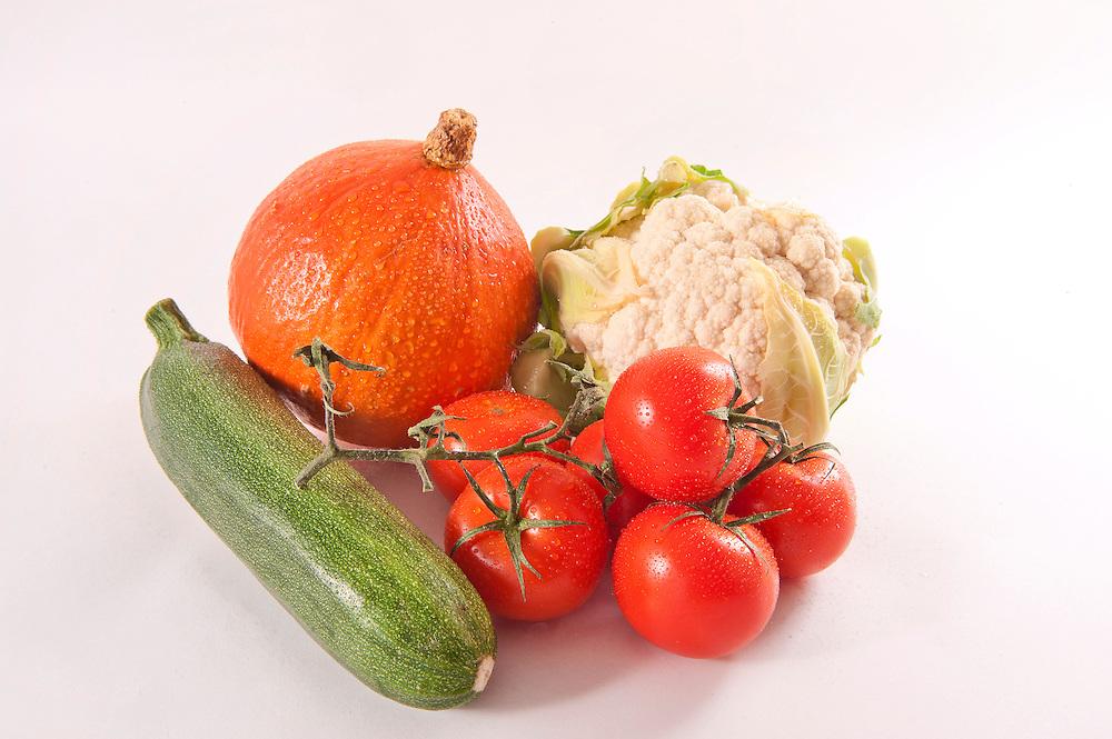 Nederland, Driebergen, 29 nov 2011.Groente. Pomoen, bloemkool, tomaat en courget.Foto(c): Michiel Wijnbergh
