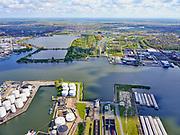 Nederland, Noord-Holland, Amsterdam, 07-05-2021; zicht op IJ en Noordzeekanaal, Coenhaven. Ingang Coentunnel. Petroleumhaven. Noorder IJplas in de verte.<br /> View of the IJ and Noordzeekanaal, Coenhaven. Entrance Coentunnel. Petroleum harbor.<br /> <br /> luchtfoto (toeslag op standaard tarieven);<br /> aerial photo (additional fee required)<br /> copyright © 2021 foto/photo Siebe Swart.