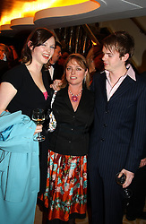 Left to right, singer SOPHIE ELLIS-BEXTOR her mother JANET ELLIS and RICHARD JONES at The Caron Keating Foundation Dinner in honour of the late TV presenter who died in April 2004, held at The Savoy, London on 4th October 2004.<br /><br />NON EXCLUSIVE - WORLD RIGHTS