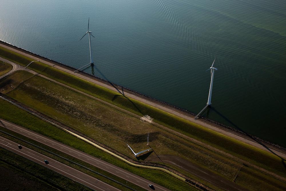 Nederland, Flevoland, IJsselmeerdijk, 08-09-2009. Windmolens, detailvan het windmolenpark (of windpark) van NUON in het water van het IJsselmeer, omgeving van de Flevocentrale,  onder in beeld autosnelweg de A6..Windmills, part of the wind farm (or wind park) of NUON in the water of the IJsselmeer, near the Flevocentrale and A6 motorway,.(toeslag); aerial photo (additional fee required); .foto Siebe Swart / photo Siebe Swart