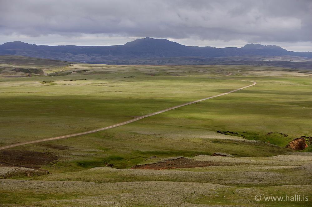 Unpaved road in the highlands of Iceland - Fjallasýn á hálendi Íslands á leið að Langasjó