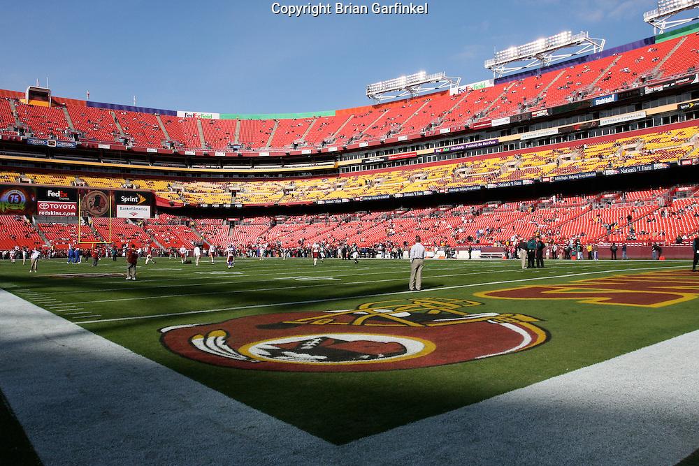 LANDOVER, MD - NOVEMBER 11: The Philadelphia Eagles and the Washington Redskins warm up pregame on November 11, 2007 at FedEx Field in Landover, Maryland. The Eagles won 33-25.