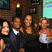 Uitreiking populariteitsprijs 2004, Juan Wells, Patty Brard en huishoudster Jacqueline