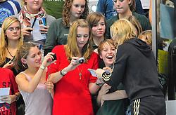 12.11.2010, Schwimmoper, Wuppertal, GER, Deutsche Kurzbahn-Meisterschaft im Bild laesst sich der Liebling der Schwimmnation Brita Steffen ( SG Neukoelln Berlin ) mit den Fans fotografieren und gibt fast eine Stunde Autogramme in der Schwimmoper.. EXPA Pictures © 2010, PhotoCredit: EXPA/ nph/  Freund+++++ ATTENTION - OUT OF GER +++++