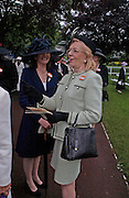Mrs.Philip Parker and Una-Mary Parker. Royal Ascot Race meeting Ascot at York. Wednesday, 15 June 2005. ONE TIME USE ONLY - DO NOT ARCHIVE  © Copyright Photograph by Dafydd Jones 66 Stockwell Park Rd. London SW9 0DA Tel 020 7733 0108 www.dafjones.com