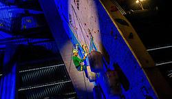 17-12-2016 NED: 2e Petzl NK IJsklimmen, Utrecht<br /> Bij klimmuur Kalymnos in Utrecht werd voor de tweede keer het NK IJsklimmen georganiseerd / De regerend kampioen Dennis van Hoek heeft opnieuw hun superioriteit getoond op het verticale ijs. Ruim binnen de maximale tijd van 8 minuten, wist Van Hoek de eindgreep te bereiken.