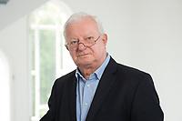 17 JUN 2015, BERLIN/GERMANY:<br /> Rudolf Seiters, Praesident Deutsches Rotes Kreuz, DRK, Bundesinnenminister a.D., in einem Treppenhaus, DRK Generalsekretariat<br /> IMAGE: 20150617-02-040