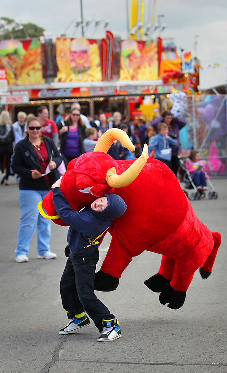 Royal Melbourne Show, 8yrs Patrick Brady of Whittlesea gives his best shot at carrying home 'El Toro' - Pic By Craig Sillitoe 18/09/2010 melbourne photographers, commercial photographers, industrial photographers, corporate photographer, architectural photographers, This photograph can be used for non commercial uses with attribution. Credit: Craig Sillitoe Photography / http://www.csillitoe.com<br /> <br /> It is protected under the Creative Commons Attribution-NonCommercial-ShareAlike 4.0 International License. To view a copy of this license, visit http://creativecommons.org/licenses/by-nc-sa/4.0/.