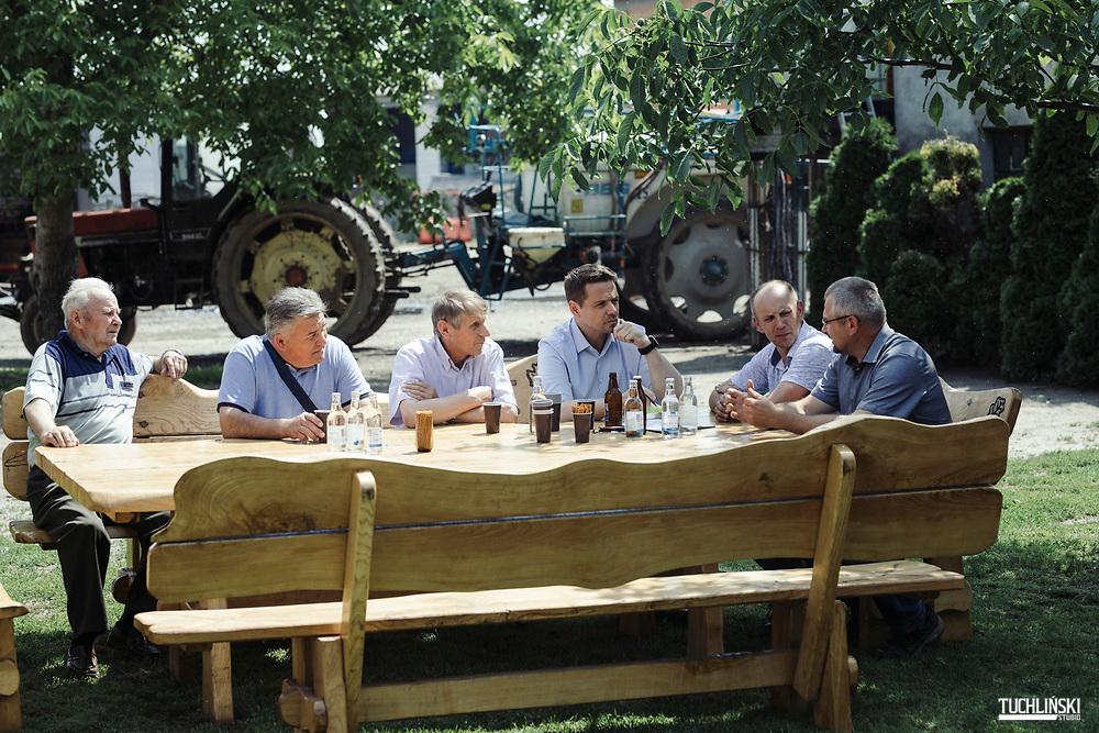 Ciechocinek, Poland; 19.06.2020 <br /> Poddębica (next to Włocławek ), Poland; 19.06.2020 <br /> Rafal Trzaskowski (C), the current Mayor of Warsaw and Civic Platform's candidate for Presidency of Poland, seen during his visits to Zbigniew Lewandowski's farm in Poddębica<br /> Photo by Adam Tuchlinski for Die Zeit