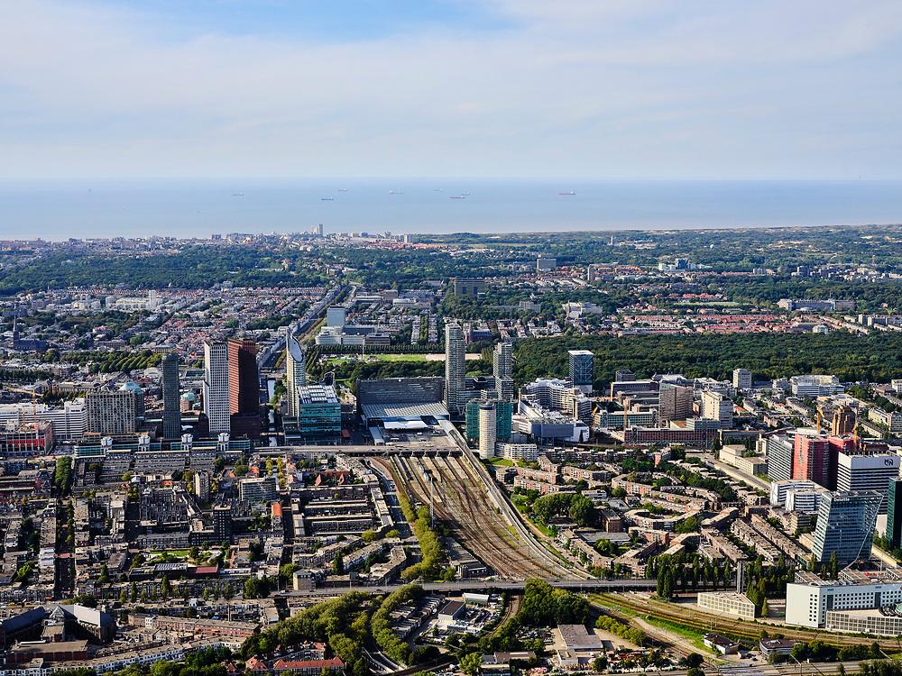 Nederland, Zuid-Holland, Den Haag, 14-09-2019; zicht op centrum Den Haag, Bezuidenhout en Rivierenbuurt, hoogbouw langs A12 / Utrechtsebaan en rond Den Haag Centraal. Scheveningen en Noordzee in de achtergrond.<br /> The Hague, city centre, highrise around central station.<br /> luchtfoto (toeslag op standard tarieven);<br /> aerial photo (additional fee required);<br /> copyright foto/photo Siebe Swart