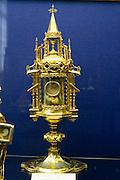 Reliquienschrein hergestellt in Mons, Schatzkammer der Stiftskirche St. Waltrudis, Mons, Hennegau, Wallonie, Belgien, Europa   treasury of abbey church Saint Waltrude, Mons, Hennegau, Wallonie, Belgium, Europe