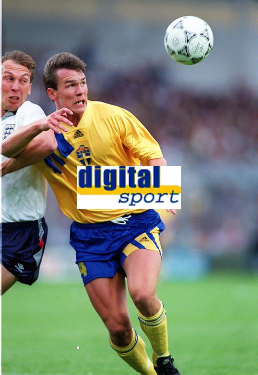 Fotball<br /> EM-sluttspillet 1992<br /> Sverige v England<br /> Foto: Digitalsport<br /> Norway Only<br /> Patrik Andersson, Sverige, og David Platt, England