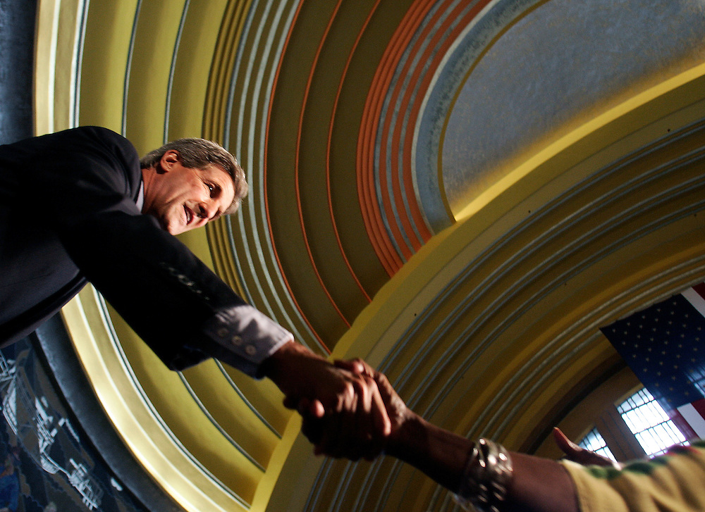 U.S. Democratic presidential nominee John Kerry (L) reaches out to supporters at the Museum Center in Cincinnati, Ohio, September 8, 2004.  REUTERS/Jim Young