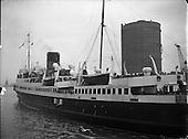 1958 Ship Mona's Isle arriving at North Wall