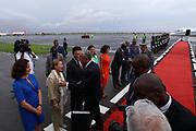 Marcelo Rebelo de Sousa, Presidente de Portugal, é recebido pela representação diplomática no país, no aeroporto 4 de Fevereiro em Luanda. O Presidente português efectua uma visita de estado a Angola de 5 a 9 de Março