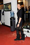 Lieke van Lexmond op de Bouwbeurs in Utrecht, waar zij samen met HMB aandacht vraagt voor een project van Cordaid Mensen in Nood. Doel is geld in te zamelen voor een te realiseren waterput in Ethiopië.<br /> <br /> Op de foto: Lieke van Lexmond op de stand van HMB