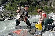 Leopold Füreder (Gewässerökologe) - Alexandra Mätzler (Limnologie) GEO-Tag der Artenvielfalt im Nationalpark Hohe Tauern 2013. Österreich.