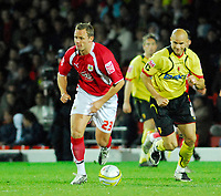Photo: Leigh Quinnell/Sportsbeat Images.<br /> Watford v Bristol City. Coca Cola Championship. 01/12/2007. Bristol Citys Lee Trundle breaks away from Watfords Gavin Mahon.