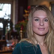 NLD/Volendam/20131126 - Onthulling kerstnummer 100% NL, Sandra van Nieuwland