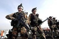 24 AUG 2006, OSTSEE/GERMANY:<br /> Soldaten der Spezialisierten Einsatzkraefte der Marine, waehrend einer Fahrt auf der Ostsee von Kiel nach Flensburg, auf dem Mienenjagdboot M 1065 DILLINGEN, FRANKENTHAL-Klasse (Typ 322)<br /> IMAGE: 20060824-01-108<br /> KEYWORDS: Marine, Bundeswehr, Schiff, Marinesoldat, Waffen, Ausruestung, Ausrüstung, Marineschutzkraefte, Marineschutzkräfte, Spezialisierte Einsatzkräfte der Marine, Marineinfantrie