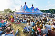 Nederland, Ewijk, Beuningen, 26-6-2016 Het festival Down the Rabbit Hole , dtrh . De organisatie had veel moeite gedaan de water en modderoverlast, veroorzaakt door de hoosbuien van afgelopen week, tot een minimum te beperken . Helaas regende het vandaag tegen de verwachting in toch en werd het terrein een modderpoel...Foto: Flip Franssen