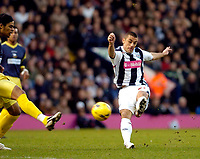 Photo: Leigh Quinnell.<br /> West Bromwich Albion v Derby County. Coca Cola Championship. 02/12/2006. West Broms Kevin Phillips has a shot on goal.