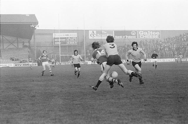 Dublin tackles Kerry from behind during the All Ireland Senior Gaelic Football Semi Final, Dublin v Kerry in Croke Park on the 23rd of January 1977. Dublin 3-12 Kerry 1-13.