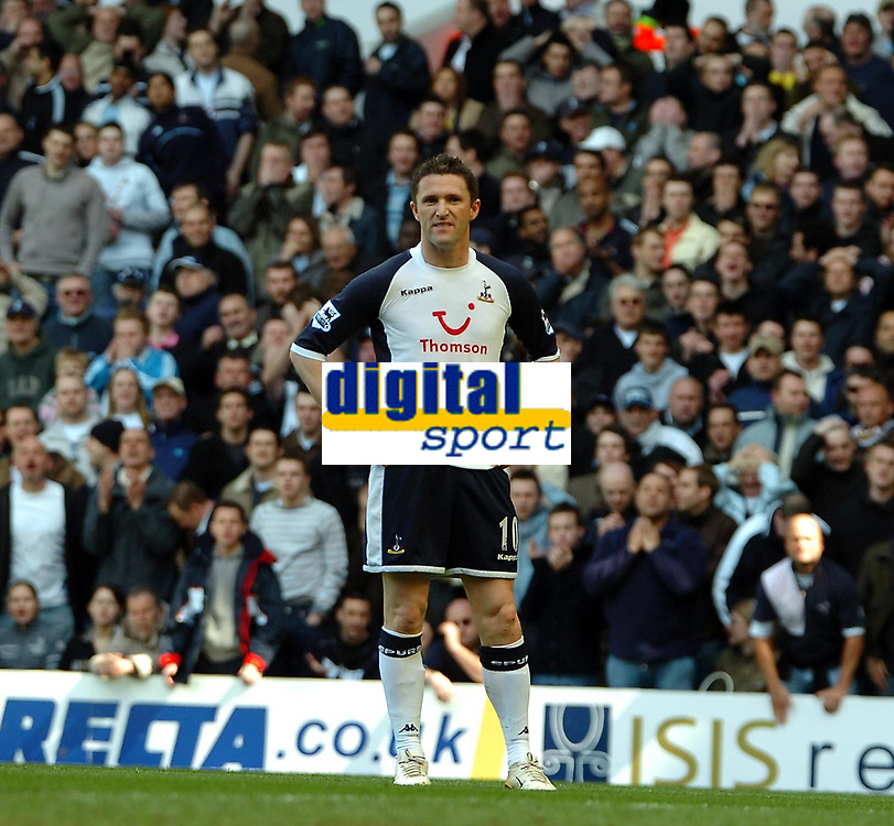 Photo: Ed Godden.<br />Tottenham Hotspur v Manchester City. The Barclays Premiership. 08/04/2006. Spurs' Robbie Keane is dissapointed with his shot.