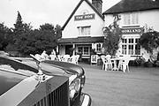 Engeland, England, Winchester, 25-8-1996 Straatbeeld. Rolls Royce auto staat bij een pub in het buitengebied, platteland .dorp .Foto: Flip Franssen