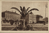 "Zagreb (Croatie) : Sveučilišni trg. <br /> <br /> ImpresumZagreb : S. n., [1919].<br /> Materijalni opis1 razglednica : tisak ; 8,9 x 13,8 cm.<br /> Mjesto izdavanjaZagreb<br /> Vrstavizualna građa • razglednice<br /> ZbirkaGrafička zbirka NSK • Zbirka razglednica<br /> Formatimage/jpeg<br /> PredmetZagreb –– Trg Republike Hrvatske<br /> Hrvatski školski muzej (Zagreb)<br /> SignaturaRZG-TMT-9<br /> Obuhvat(vremenski)20. stoljeće<br /> NapomenaRazglednica je putovala 1919. godine. • Razglednica je izdana u nakladnoj seriji ""Umjetničkih zagrebačkih vazglednica"". • Razglednica je tiskana po fotografiji E. Martona.<br /> PravaJavno dobro<br /> Identifikatori000953129<br /> NBN.HRNBN: urn:nbn:hr:238:485859 <br /> <br /> Izvor: Digitalne zbirke Nacionalne i sveučilišne knjižnice u Zagrebu"