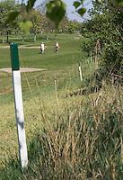 Rijswijkse Golfclub. groen paaltjes , niet betreden, natuurgebied, © Koen Suyk
