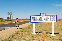 Madagascar. Route national 7. // Madagascar. National 7 road.
